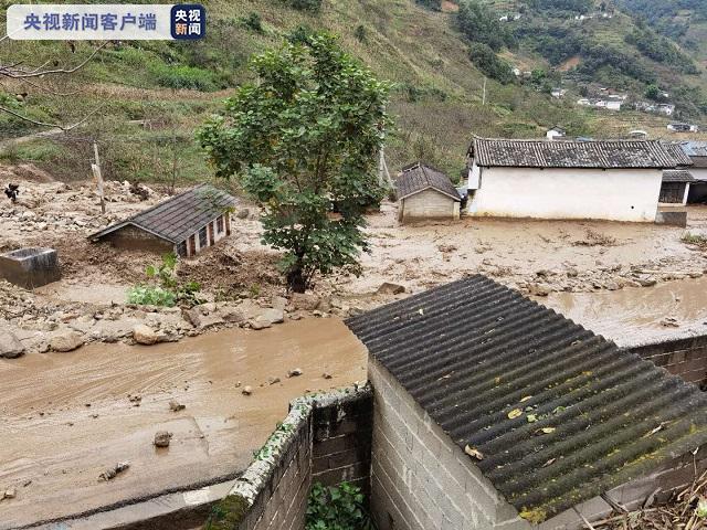 云南泸水两村交界处发生泥石流灾害 无人员伤亡图片