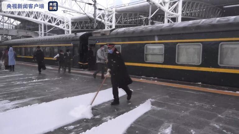 呼伦贝尔迎强降雪 铁路部门启动紧急预案保障出行图片