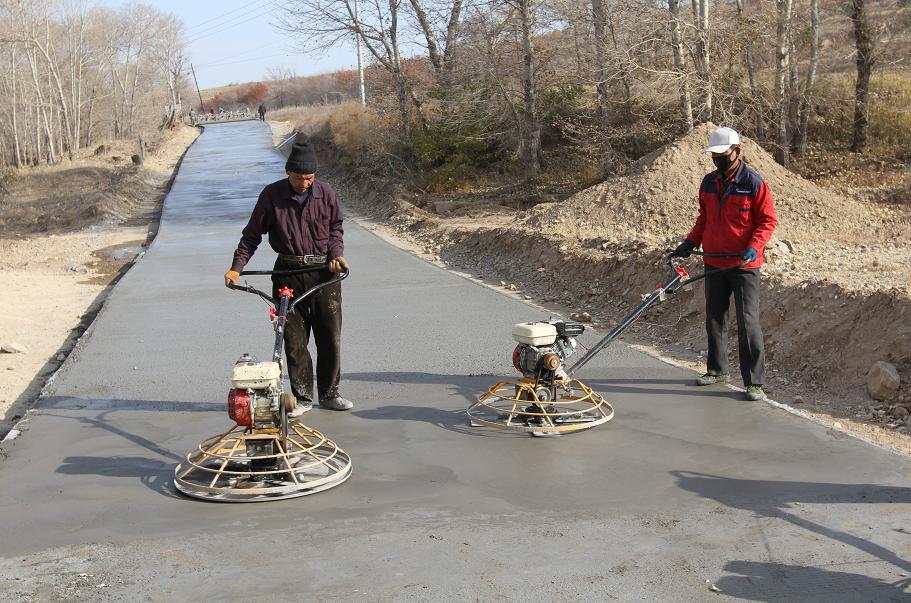 内蒙古赤峰市敖汉旗聚力村组公路建设助力乡村脱贫攻坚图片