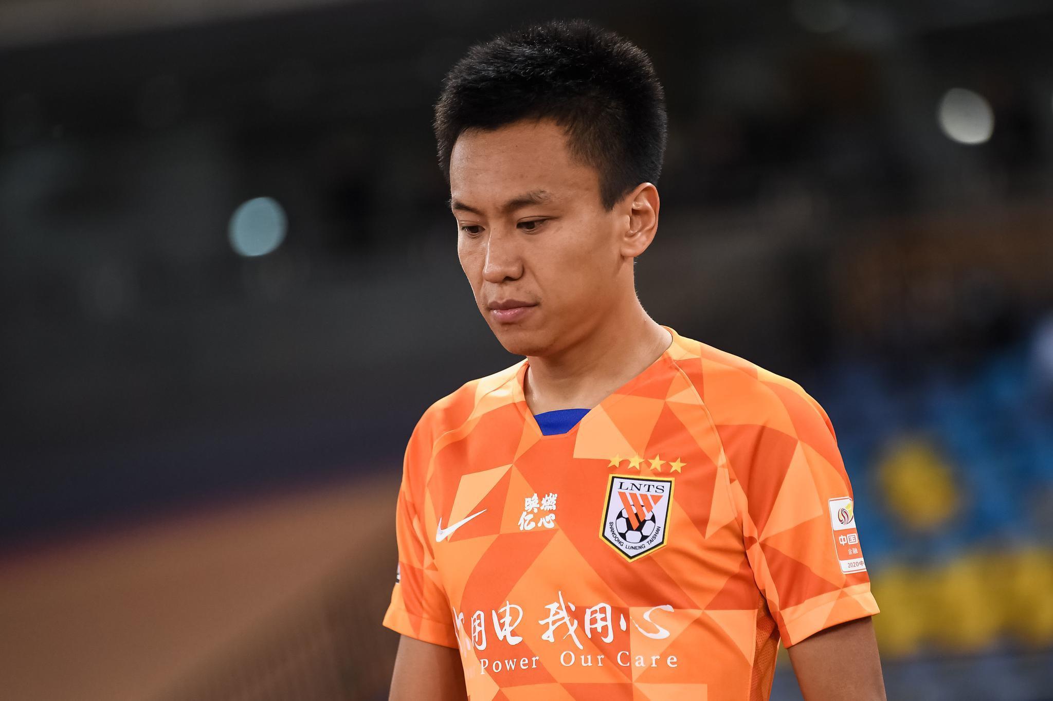 张弛妻子微博:无法向刚刚爱上足球的儿子解释这一切