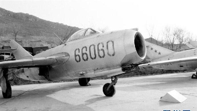 击跑美空军F-86战机,战友驾机带着21个弹孔凯旋图片