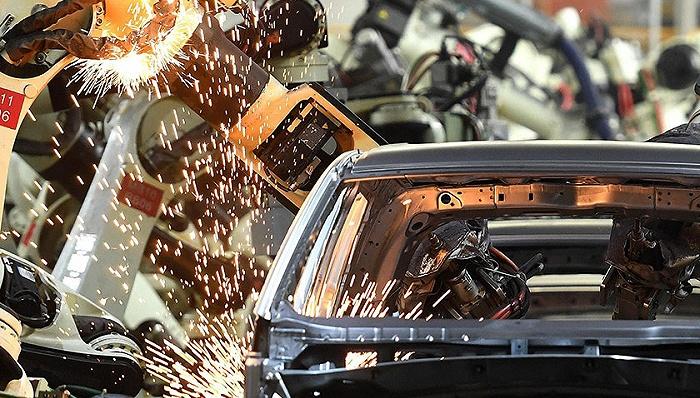 """汽车产业链加速重构 破解""""卡脖子""""难题刻不容缓"""
