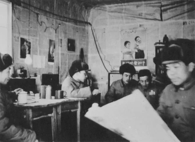 70年前,在敌机轰炸中发稿的新华社编辑部图片