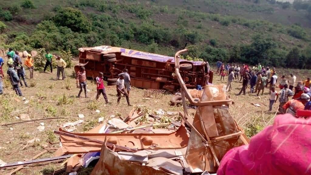 坦桑尼亚一客车侧翻 形成15人出生