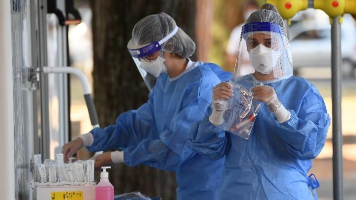 希腊单日新增确诊病例数破纪录 多个地区实施宵禁