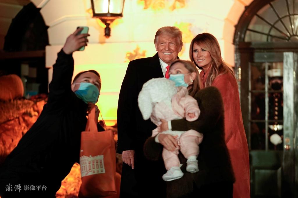 美国疫情严峻 白宫却办万圣节派对请了几百个孩子