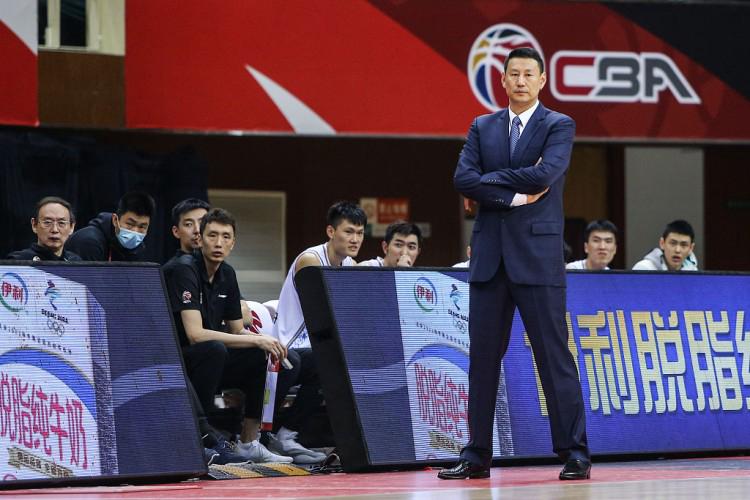 李楠:辽宁经验丰富值得学习 输球的原因是篮板球和防守