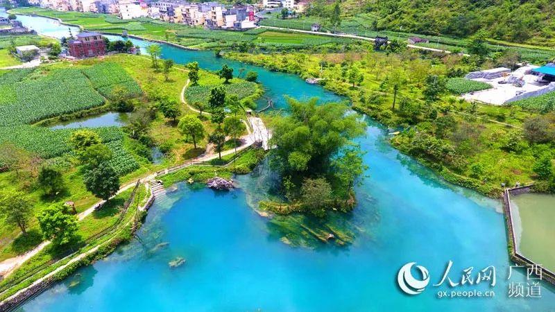 比年来,都安瑶族自治县努力开展对瑶乡母亲河澄江河沿岸污染举行综合管理,从基本上珍爱了澄江河水质。图为澄江源头河水旖旎迷人。(高春风 摄)