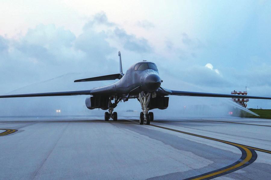 美轰炸机刚进驻关岛,就现踪台湾附近海域图片