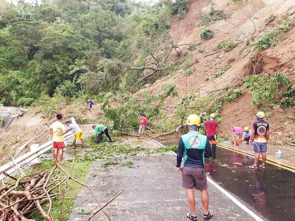 △菲律宾南甘马磷省产生小型山体滑坡