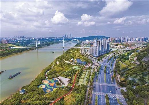 邕江两岸更具亲水性,精良的生态情况成为提拔人民生涯质量的增进点。周军 摄