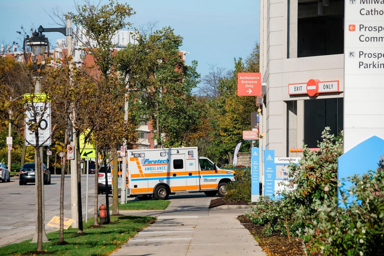 美国新冠肺炎住院患者超4.1万 环比上月增加40%