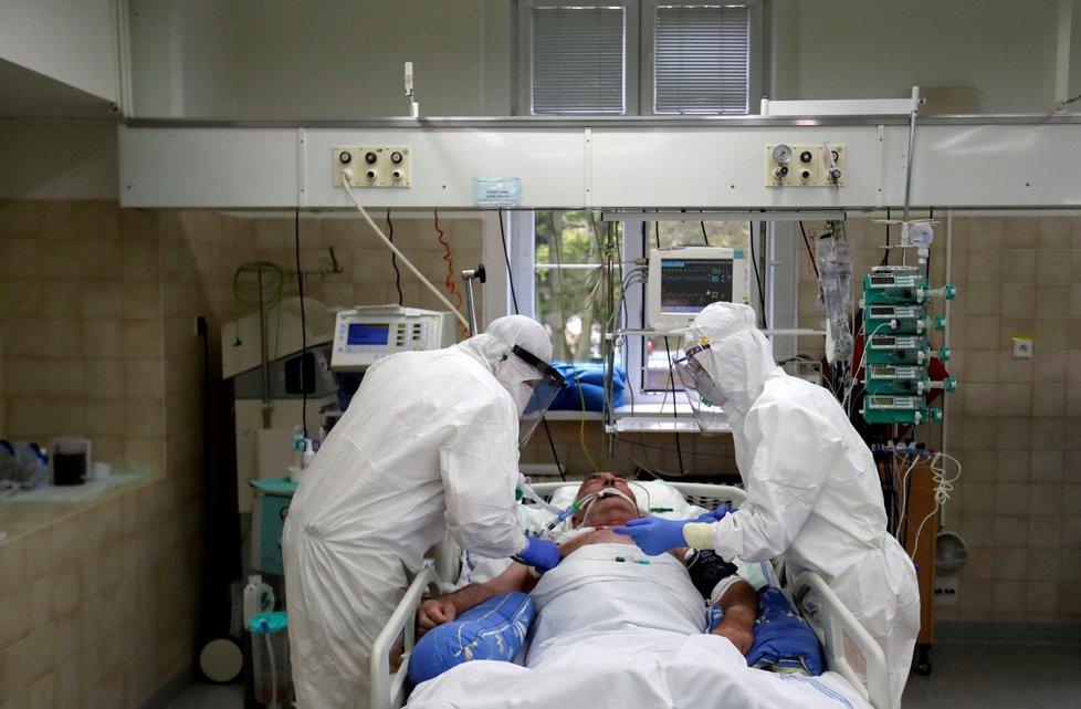 捷克1.3万多名医务任务者传染新冠病毒