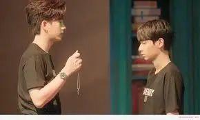 又能看这两个男孩子谈恋爱了,就问谁能不脸红心跳?!图片