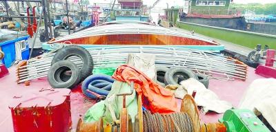 """长江航运公安局上海分局破获特大水上抢劫成品油案,涉案价值近百万元载180吨走私柴油的船遭遇""""黑吃黑"""""""