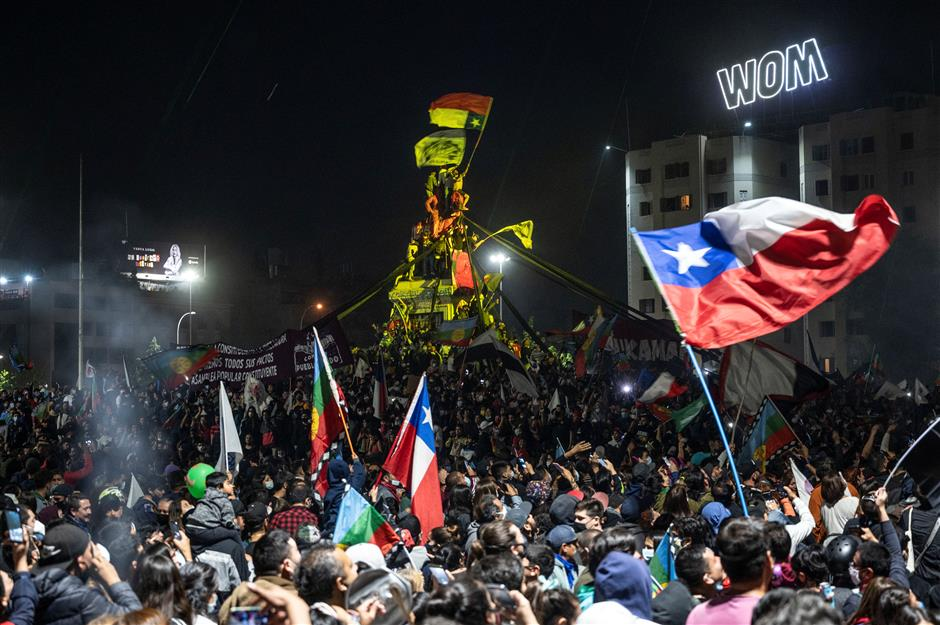 Chileans defy COVID-19 to rewrite the constitution