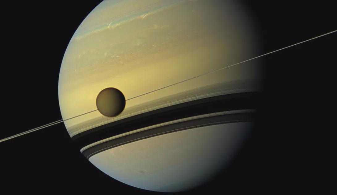 NASA科学家在土星卫星土卫六大气层中发现奇怪的气体分子