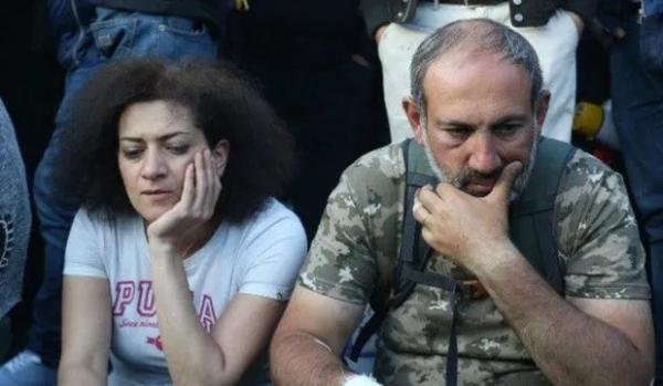 法媒:亚美尼亚总理夫人准备参战 其子已成为志愿兵