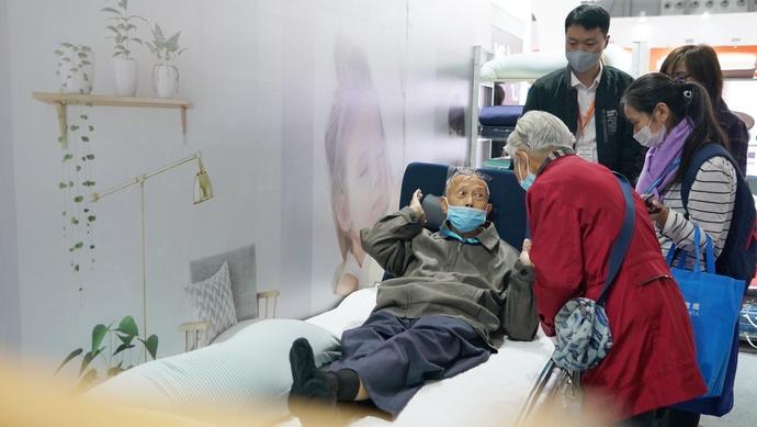 """上海老年人能用上哪些""""黑科技""""产品?来这里看看图片"""