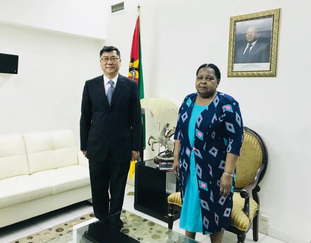 驻莫桑比克大使会见莫议长比亚斯图片