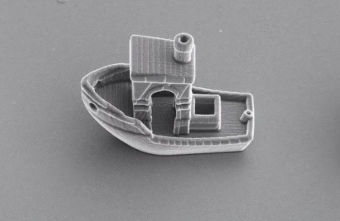 科学家3D打印出世界上最小的船  厚度只有人类头发的三分之一
