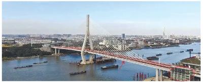 """黄浦江上可以""""走""""的大桥昨通车,附近居民40分钟过江车程缩短到5分钟年底可上闵浦三桥步行过黄浦江"""