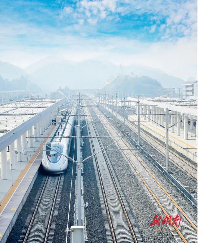 前三季度完成铁路投资81亿元 全省在建铁路项目顺利推进图片