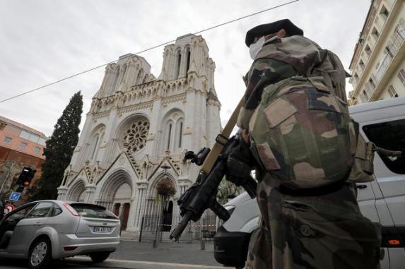法国恐袭案:女子遇害前曾与凶手搏斗 身中数刀逃出警告他人图片