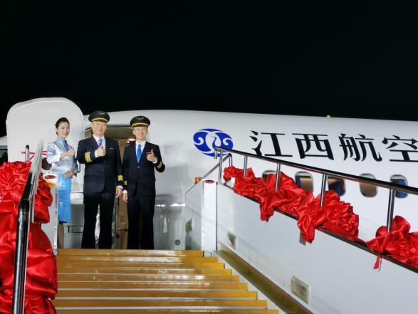 又一架!中国商飞向江西航空交付第三架ARJ21飞机图片