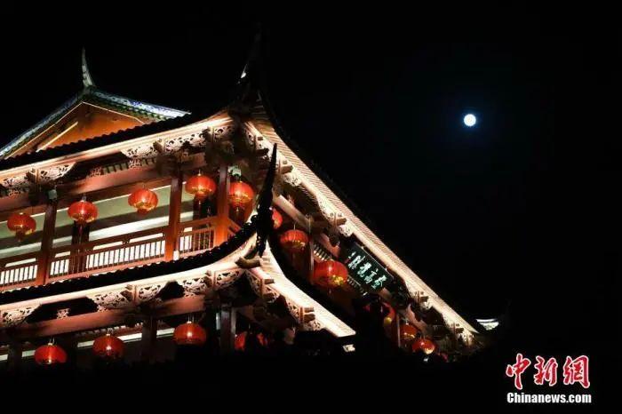 """今晚罕见""""蓝月亮""""将现身夜空,是浪漫还是灾难?图片"""