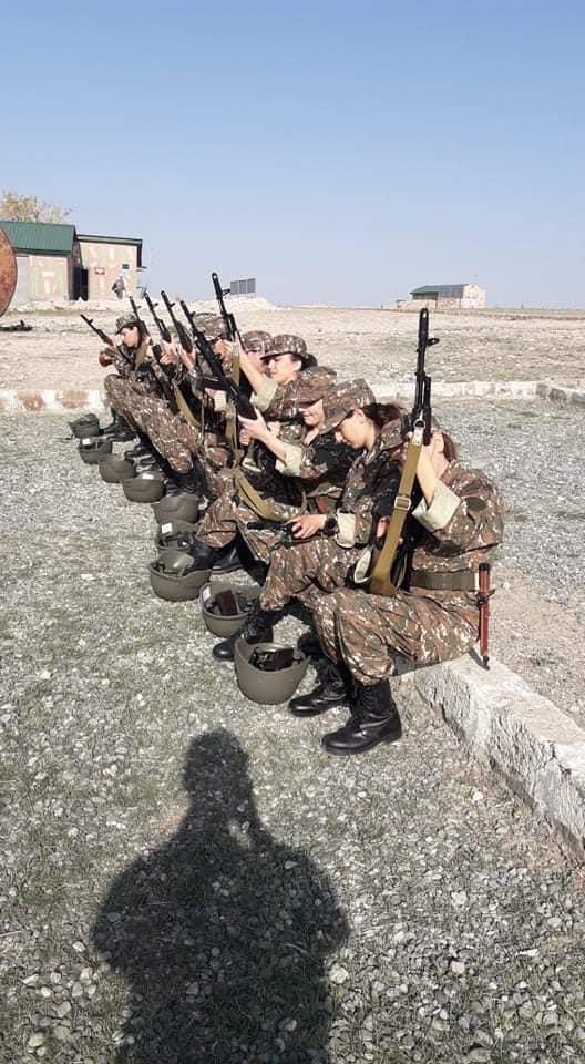 亚美尼亚女兵训练画面曝光:手持长枪 面露微笑(图)