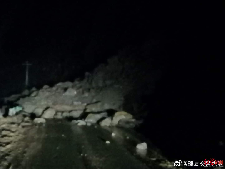 国道滑坡高速桥体裂缝 四川马尔康至理县段断道车辆需绕行图片