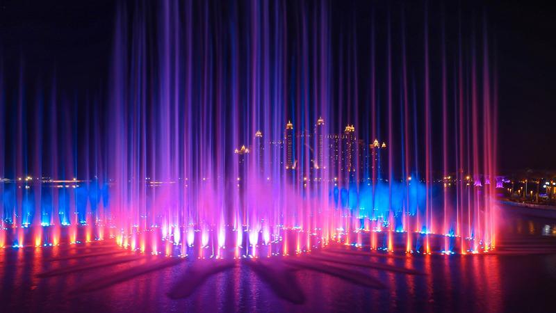 喷水最高可达105米 迪拜新建一音乐喷泉规模破纪录