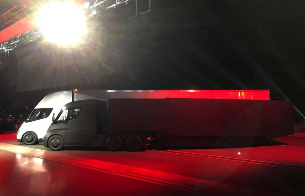 特斯拉尚未量产的电动卡车 Semi