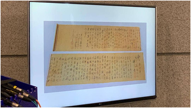 """警方展示被一分为二的书法照片。图源:香港""""橙消息"""""""