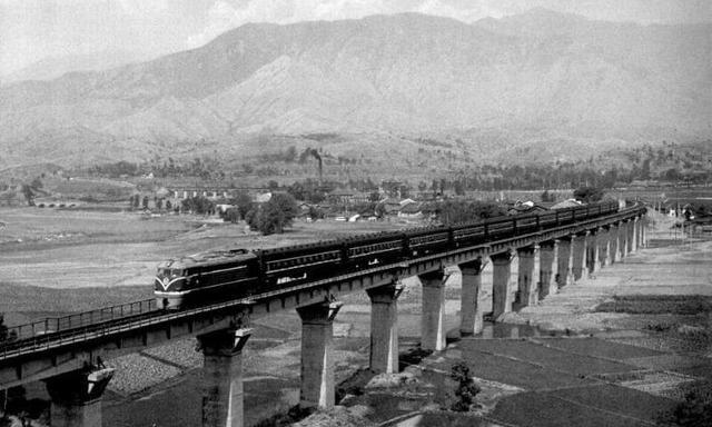 中国奇迹!从成昆铁路到世界第一高铁网图片