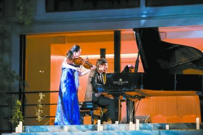 """献上""""给上海的情书"""" 迟来的阳台音乐会带来别样感动图片"""