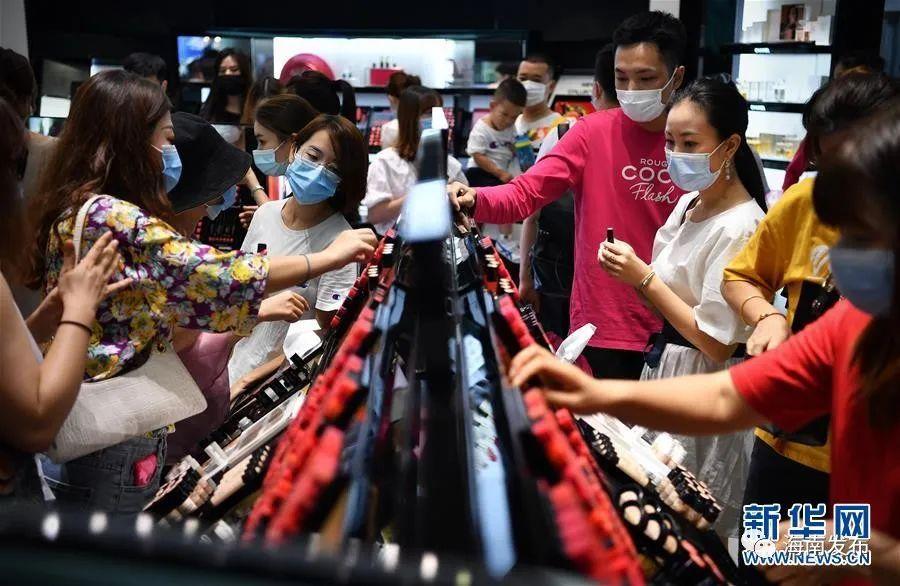 新华社:海南离岛免税购物火爆引境外消费回流图片