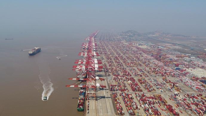 上海口岸首台海港边检智能终端在洋山港试运行图片