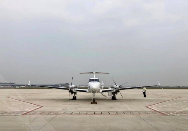 德事隆航空向楚天通航交付一架比奇350i空中国王飞机