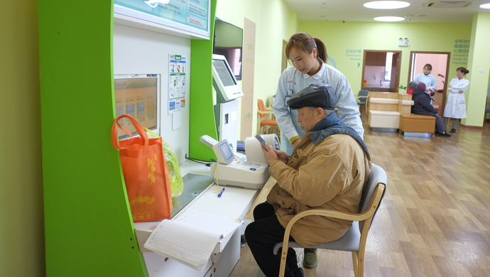 """""""告别""""冷清和苦闷的79岁独居老人,为何在社区里这么忙?图片"""