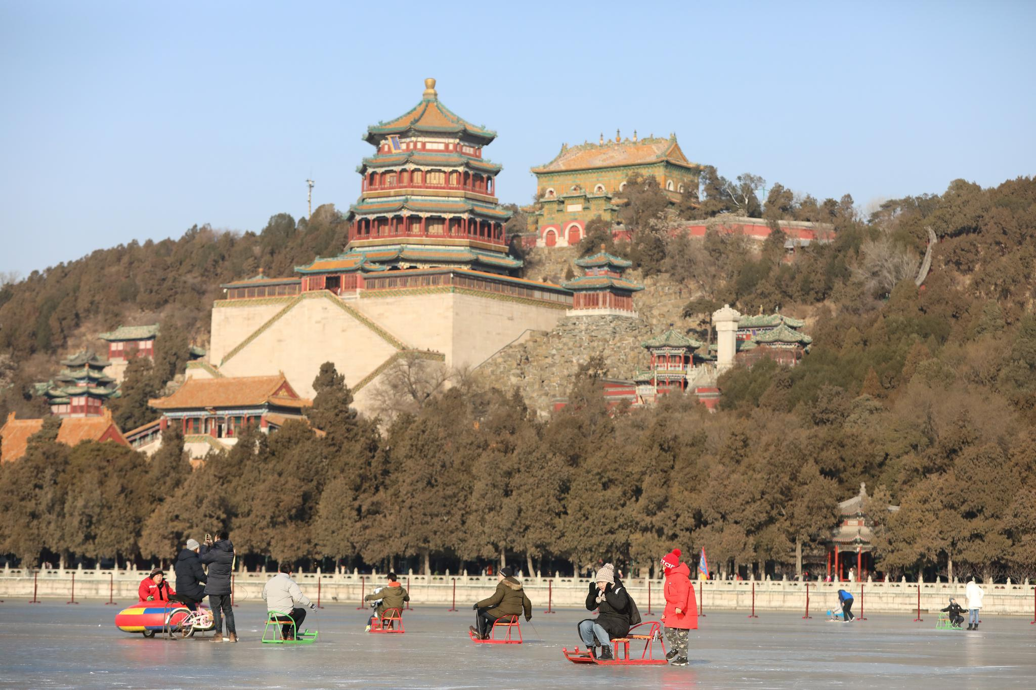 北京最大天然冰场今开放 元旦来颐和园昆明湖撒欢图片