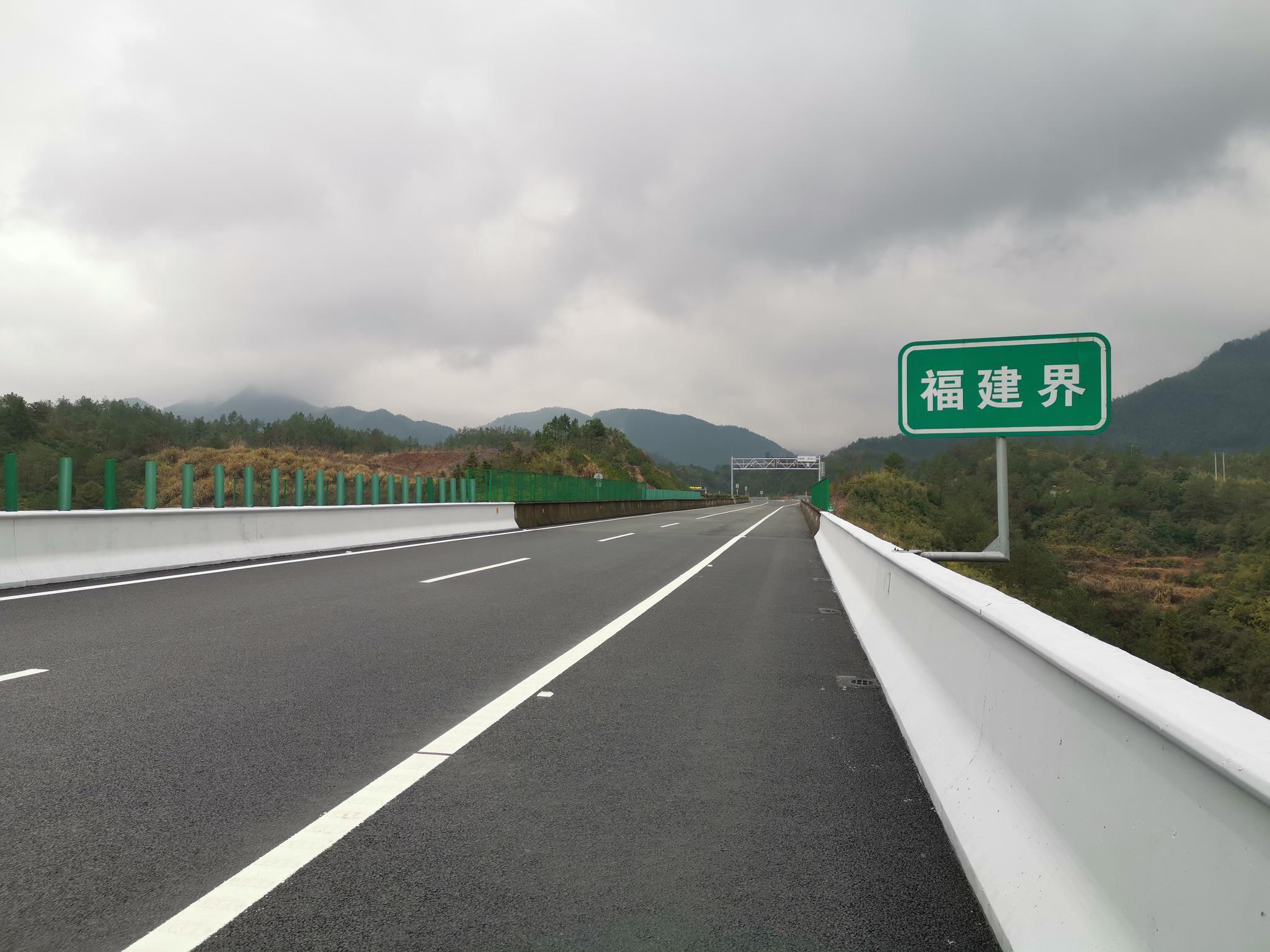 文泰先行段打通了与福建的最后一条省际高速断头路。澎湃新闻记者 杨亚东 图