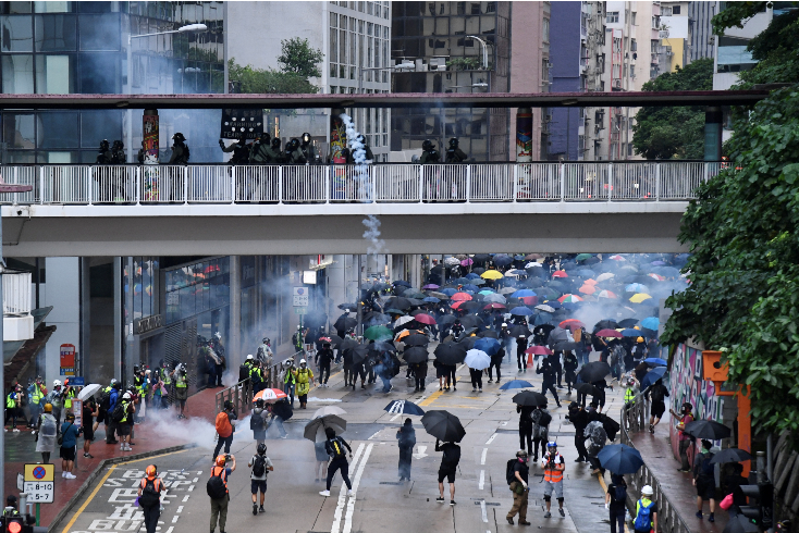 香港17名反对派区议员涉暴被捕 若判刑或失议席