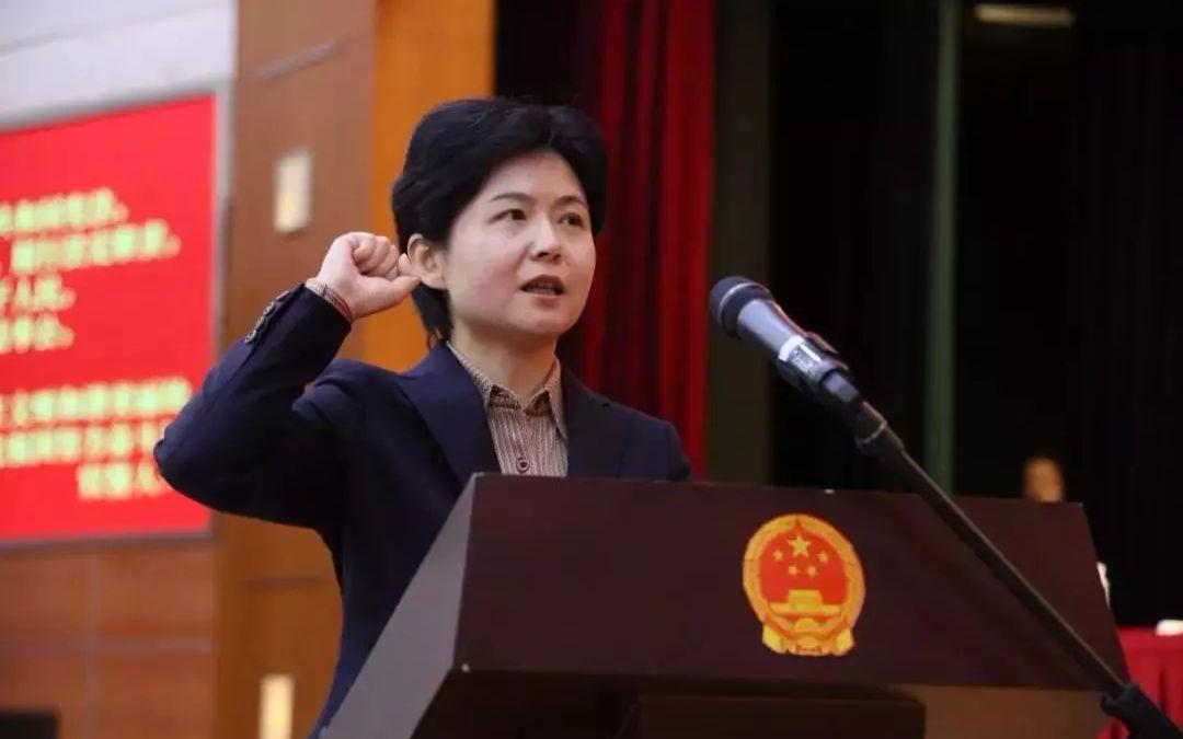 """上海再有""""70后""""女区长"""