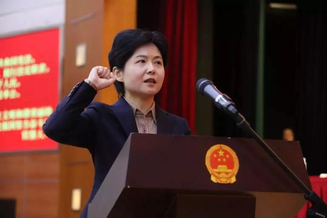 """上海再有""""70后""""女区长 她接受采访时这样说"""