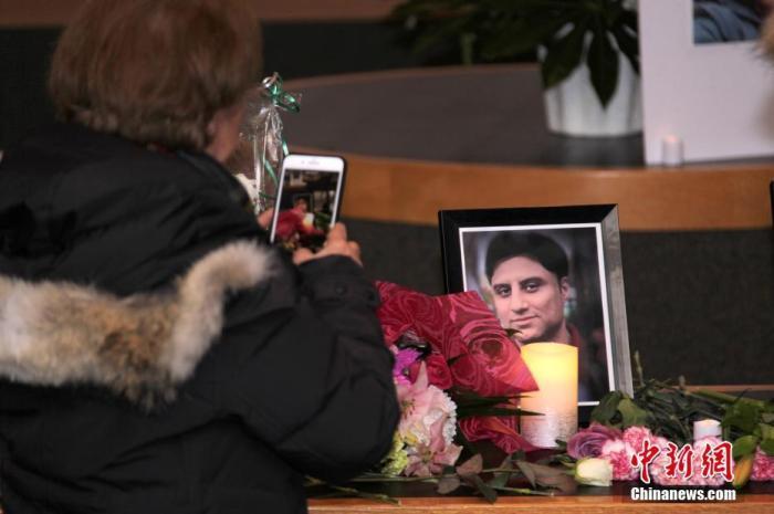 当地时间1月9日,为伊朗德黑兰发生的乌克兰客机坠毁事件中遇难者举行的追思会在加拿大多伦多北约克市政中心举行。中新社记者 余瑞冬 摄