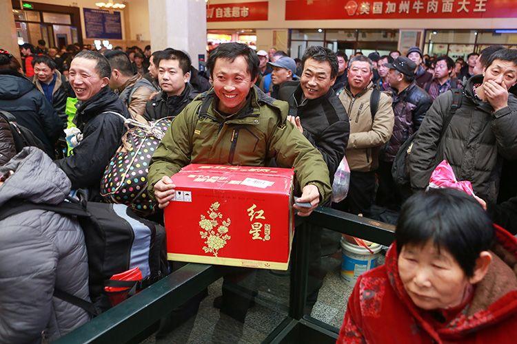18小时幸福回家路 北京首趟春运临客全记录 | 组图图片