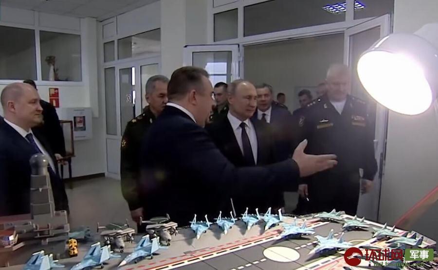 普京查看俄军新型航母方案 仍用滑跃甲板载苏33(图)