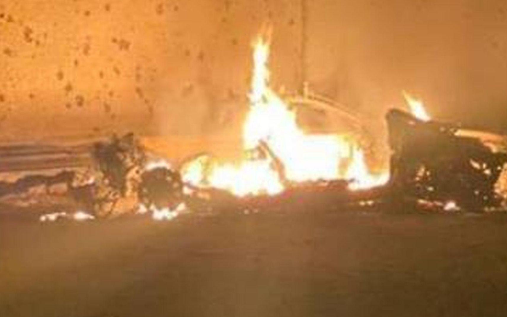 苏莱曼尼所乘汽车遭美军无人机袭击后爆炸起火。图/社交媒体推特